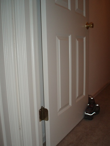 how to repair rebalance an interior door that closes by itself